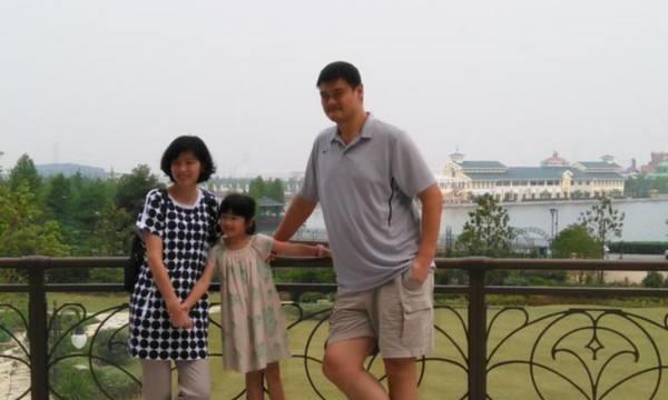 位居篮协主席,女儿却不是中国国籍,姚明的行径,不是不能理解