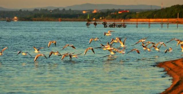 """中国北方最美的湖:被誉""""北国绿宝石"""",风光绝美可与夏威夷媲美"""