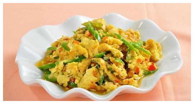 美食推荐:土酱油蒜瓣鸡,鸡蛋炒辣椒,榄菜肉末四季豆的做法