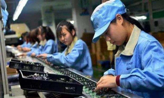 工厂招不到95后年轻人,老板嘲讽年轻人怕吃苦,却被95后怒怼