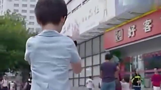六岁男童被坏人拐骗,急中生智不仅逃脱坏人还被警察抓住了