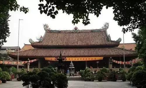 潮州开元寺潮州开元寺位于潮州市区开元路,原占地亩,现存亩,是中国图片