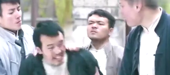 """陈国坤找到人贩子窝点,结果人贩子拿""""小孩""""做挡箭牌"""