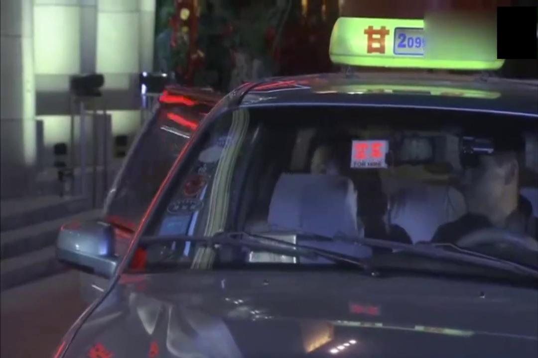 谎言背后:魏虹来到酒店,没有看见安小云,魏虹坐在贾建国旁边