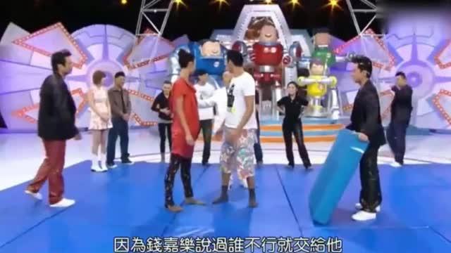 陈伟霆抱着郑希怡爱的魔力转圈圈,这手臂力量太强大了