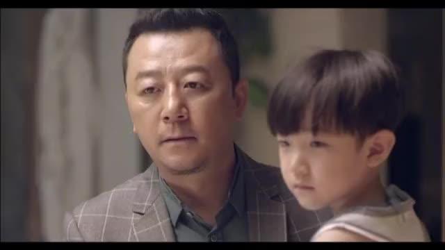 临行前的唐健,和母亲和儿子依依不舍的道别,母亲劝他和林筱聊聊