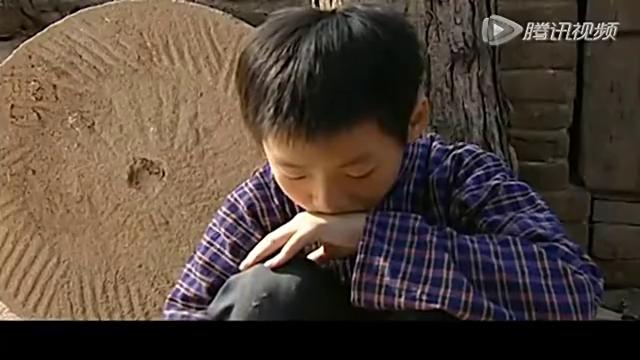 小叔子哭着问菊香为啥分家,菊香舍不得小叔子,也跟着泪目