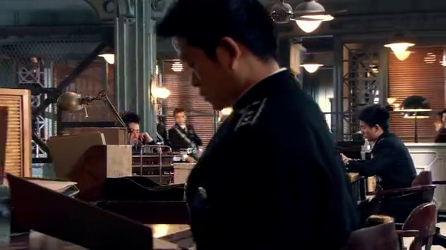 大小姐断言罪犯会重回现场,展超果然发现嫌疑犯,却被对方逃了