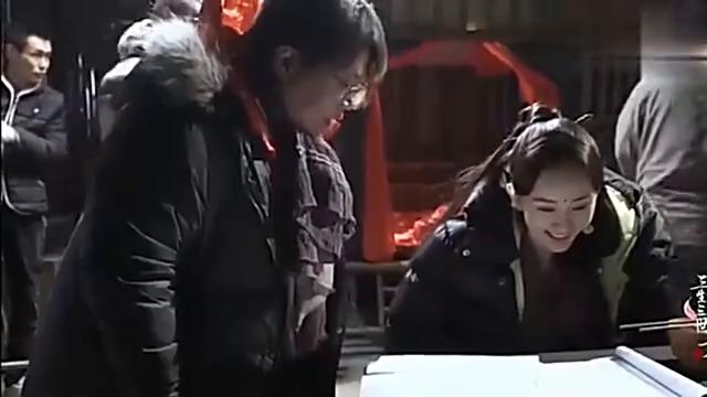 杨幂赵又廷和导演上演最佳损友的日常,真是剧组里的开心果啊