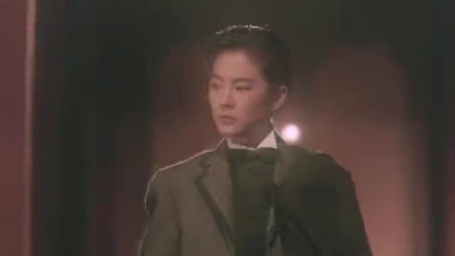 林青霞与钟楚红一起穿裙子,真的太美了