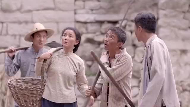 老农民乔月在家里哭大胆得知孩子没了吩咐乡亲们去村里面找
