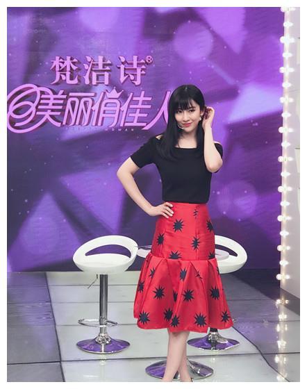 张溪芸录制《美丽俏佳人》为自己秀发代言