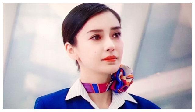 面对夫妻感情绯闻,杨颖并未正面回应,她矛盾的内心已经给出答案