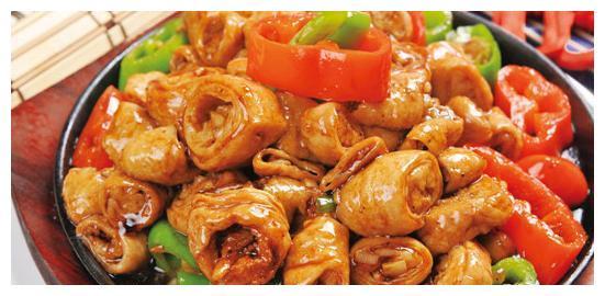 一头猪的吃法,中国人一点不含糊,安排得明明白白,猪尾巴都吃了