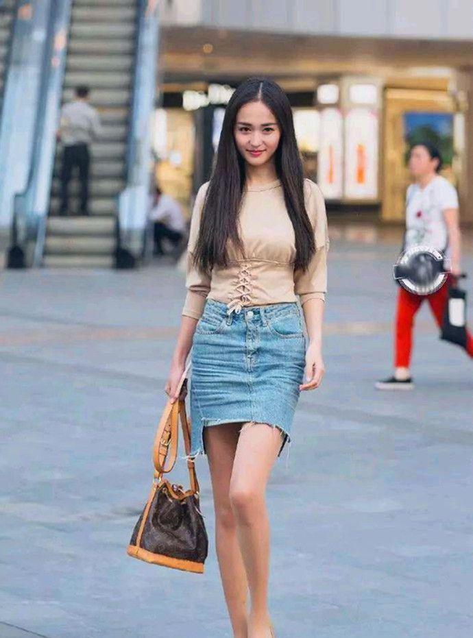 街拍,青春时尚的白领丽人,黄色长裙尽显好身材
