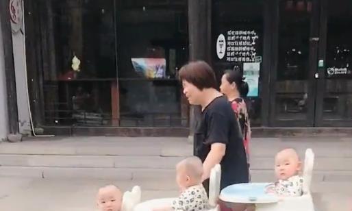全网最有才的爷爷,自制三胞胎推车炫酷炸街!