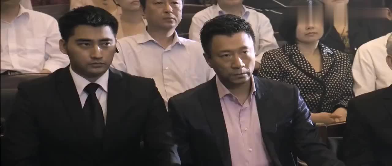 小伙与霸气律师合作法庭之上翻供只为救林萌萌