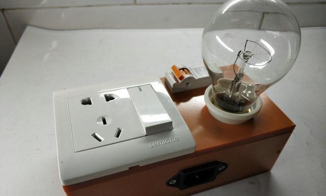 能工巧匠!家电维修人员必备神器,DIY灯泡大法检修电源插座