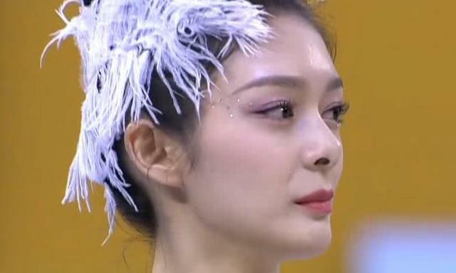 """傅菁穿3cm体操服比赛,当她下腰的时候,被""""女神跪""""美哭了"""