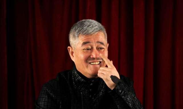 63岁陈佩斯全家照曝光:妻子精明儿子帅气,拒接春晚再次邀请