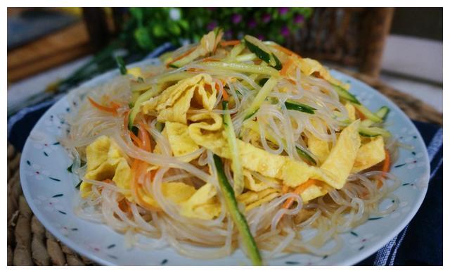 美食推荐:黄瓜炒火腿肠,凉拌粉丝,酸菜土豆炒肉丝的做法