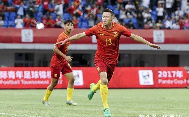 如果把C罗引进国足,国足能不能踢进世界杯决赛