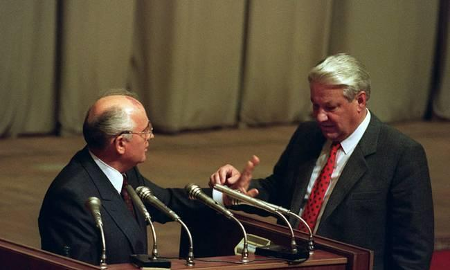 叶利钦和戈尔巴乔夫一致指责,国家紧急状态委员会的行为是搞政变