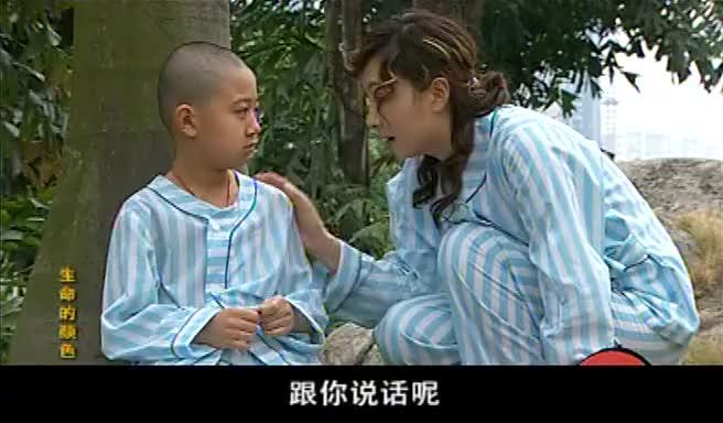 小男孩为自己得了艾滋病很痛苦美女陪他上医院天台医生懵了