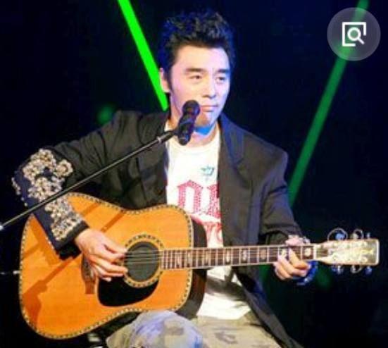 钟镇涛到底瞒着我们还有多少身份?网友:我只知道他是个歌手!