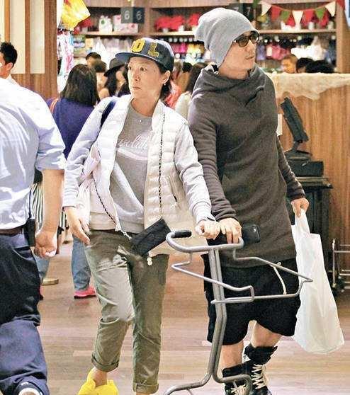 55岁陶大宇离婚十年至今单身,52岁任贤齐两个孩子长得很像他