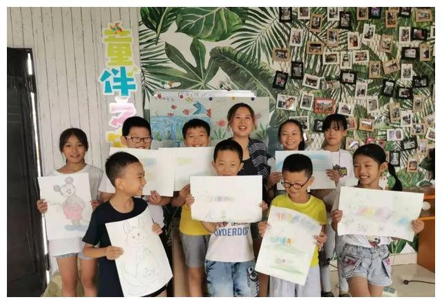 """""""童伴妈妈""""朱兴萍和她的33个娃"""