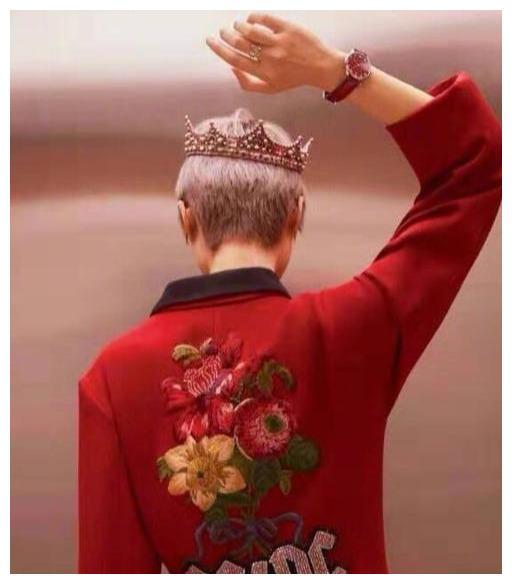 王冠造型:热巴女王范,唐嫣比杨颖更像公主,刘亦菲第一当之无愧