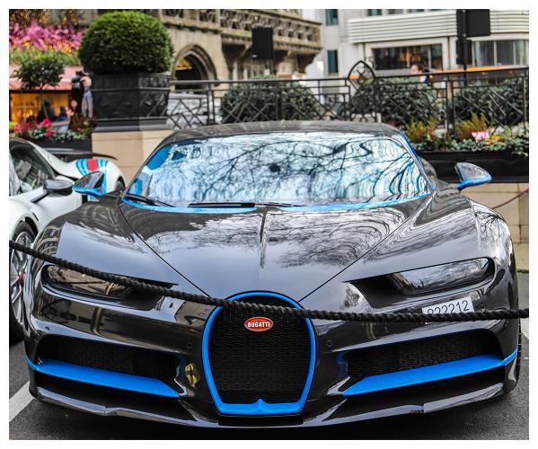 王子在伦敦度假,花150万托运3台超级跑车,其中三大神车就有2辆