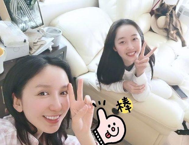 """娄艺潇素颜与蒋梦婕合影,约早饭局姐妹情很""""硬核"""""""
