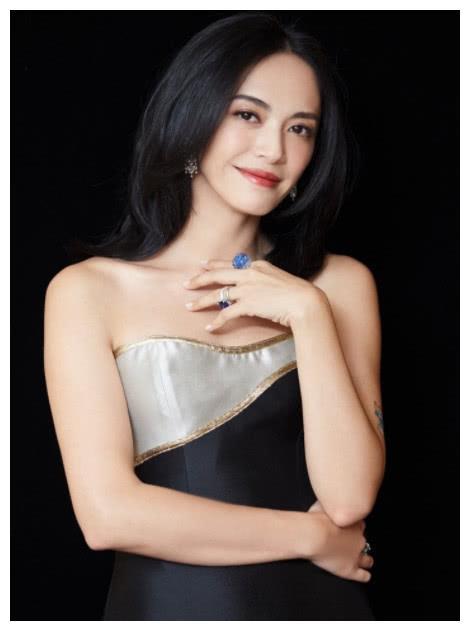 姚晨演女总裁,刘涛演女总裁,袁泉演女总裁,唯有她像个保险员
