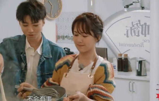 中餐厅:杨紫帮王俊凯做凉虾,看的一头雾水:骗人,根本没有虾!