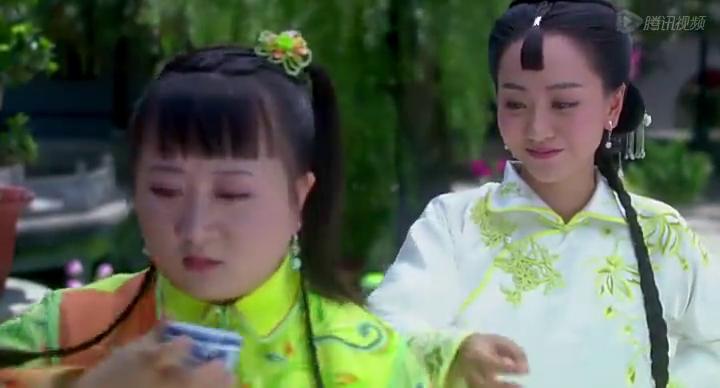 知夏为了感谢胖丫鬟的照顾,给她绣了向日葵,谁料丫鬟当成是烧饼