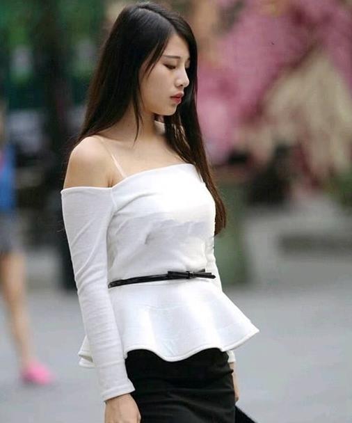 街拍美女,只有成熟时尚的女人才能驾驭的尖头鞋