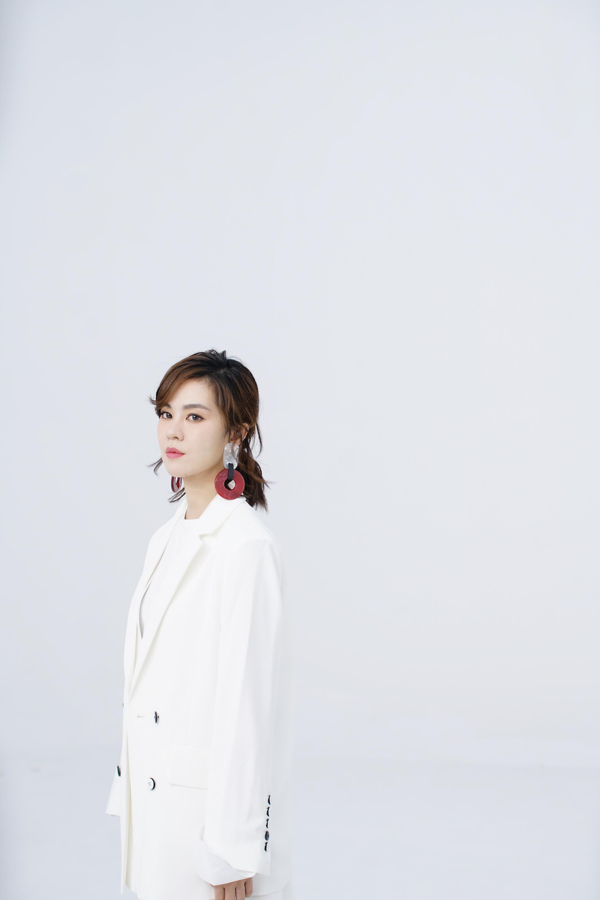 郁可唯首次跨界任MV导演 《你知道》展现多面自我