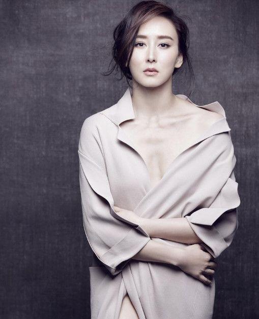 """明明很老了,非要说""""冻龄女神"""",刘晓庆上榜,第一还接偶像剧"""
