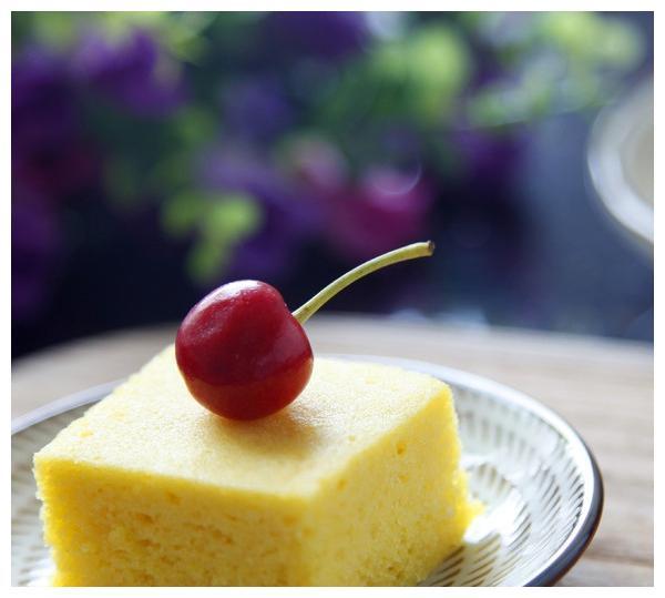 具有特殊风味、香甜可口的浙江小吃, 定胜糕, 糯米蛋糕, 乌米饭等