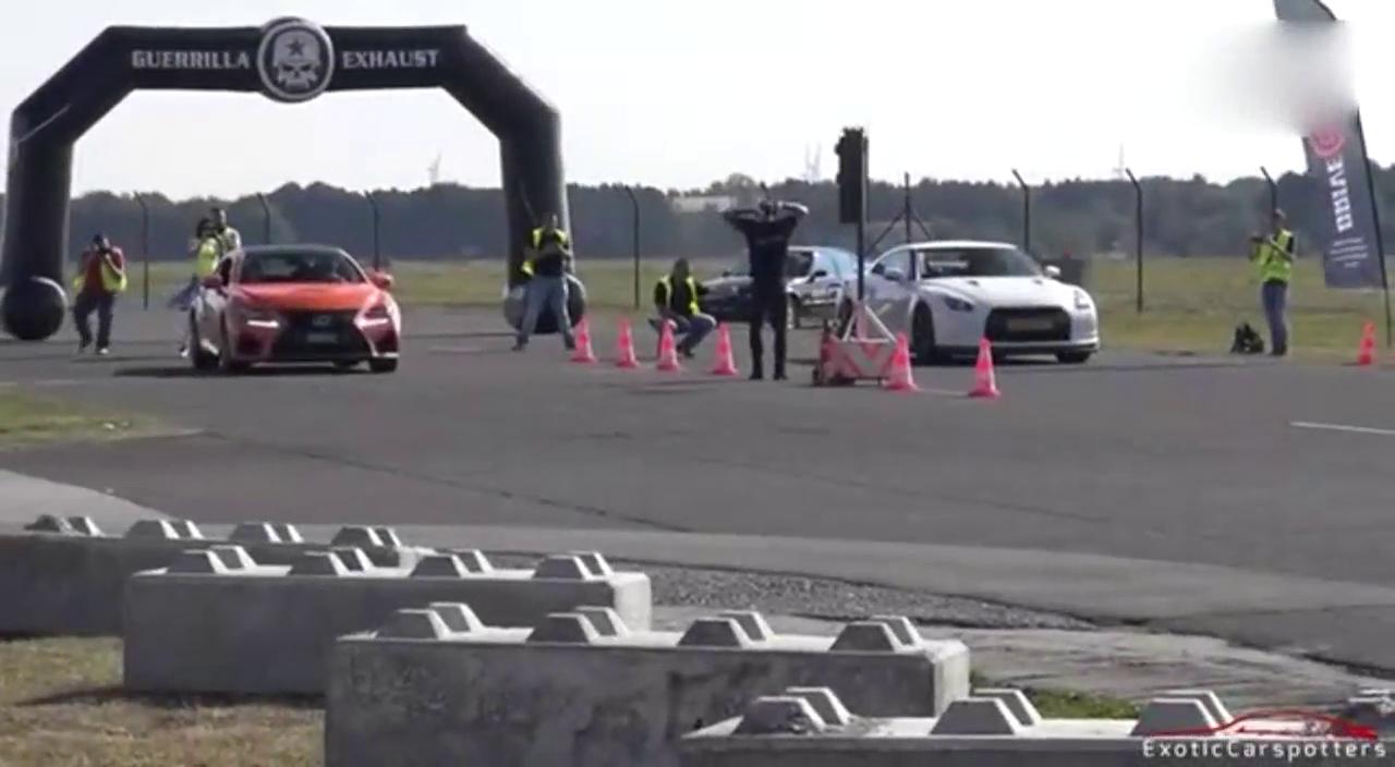 多辆性能车直线加速比拼,GT-R表现很抢眼 !