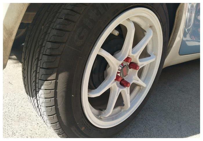 追求完美,欧拉R1轮毂的锻造螺丝,了解一下