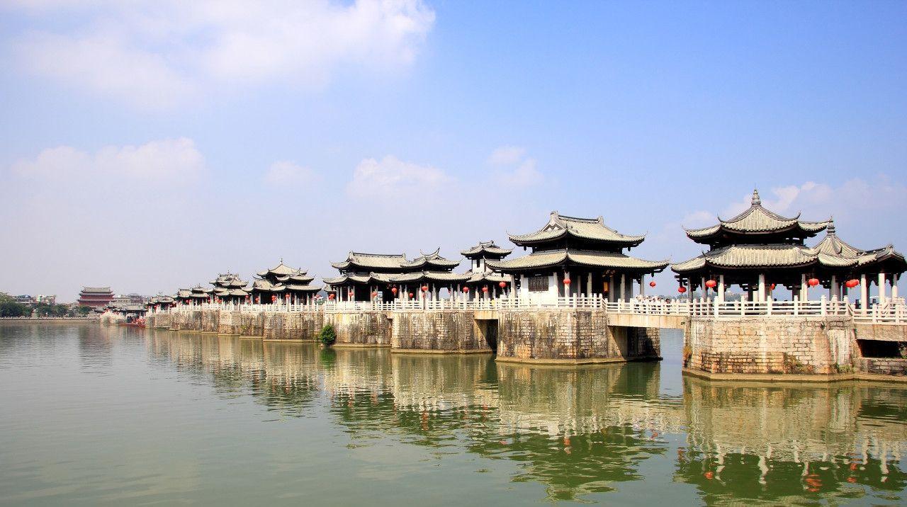 我国古桥建筑孤例——潮州广济桥,集梁桥、浮桥、拱桥于一体