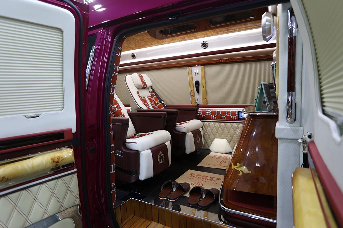 娱乐圈的宠儿,美式房车杰出代表福特E350