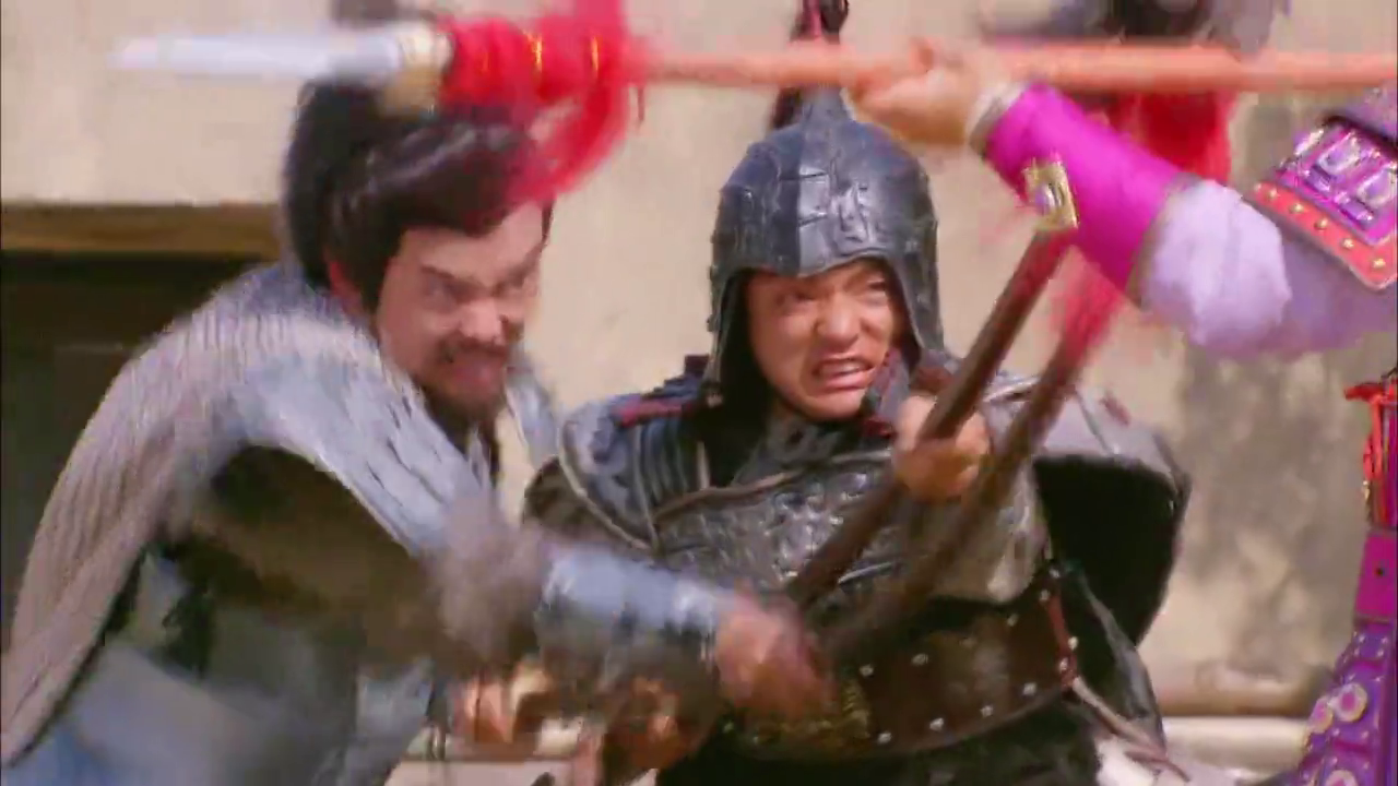 元帅腹痛难忍,男子来帮助母亲,并跟将军决斗