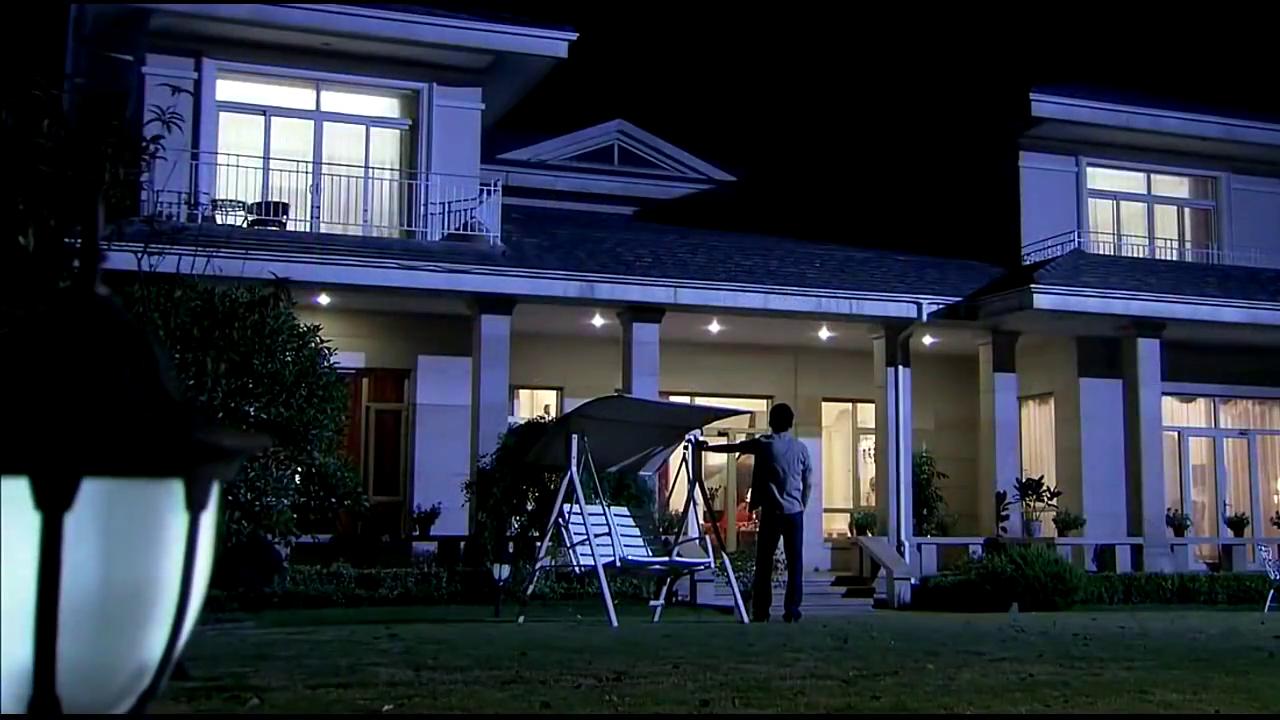 回家的欲望:奕德搬进别墅,对宝莲心怀愧疚,是爱上宝莲无疑了!