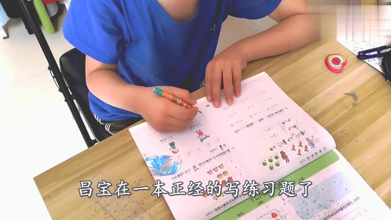 熊孩子写作业姿势换了千万遍,最后还爬到了床上写,有同款的吗?