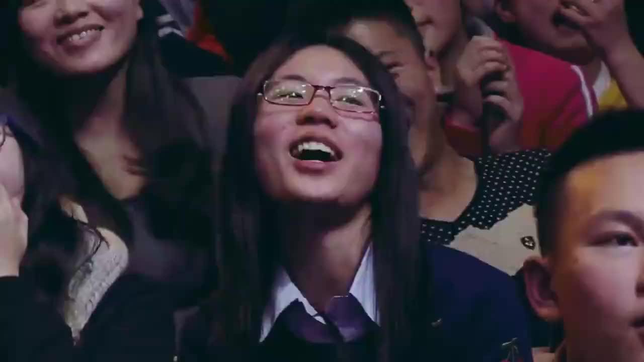 节目组放出李易峰女照峰峰看到捂嘴大笑谢娜不忘吐槽