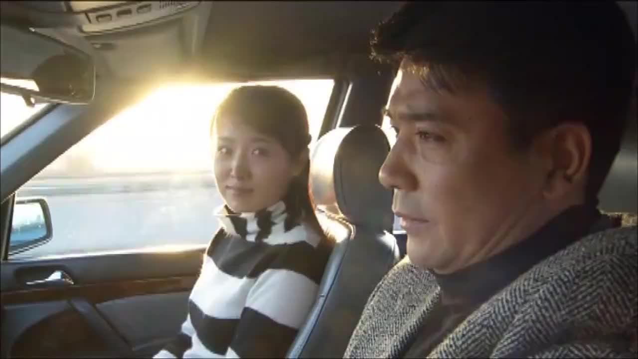 女子与男子回家路上在车上发生的事情商人回家后的幸福生活